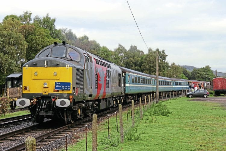 ROG charter takes in Peak Rail and Moreton-on-Lugg – The